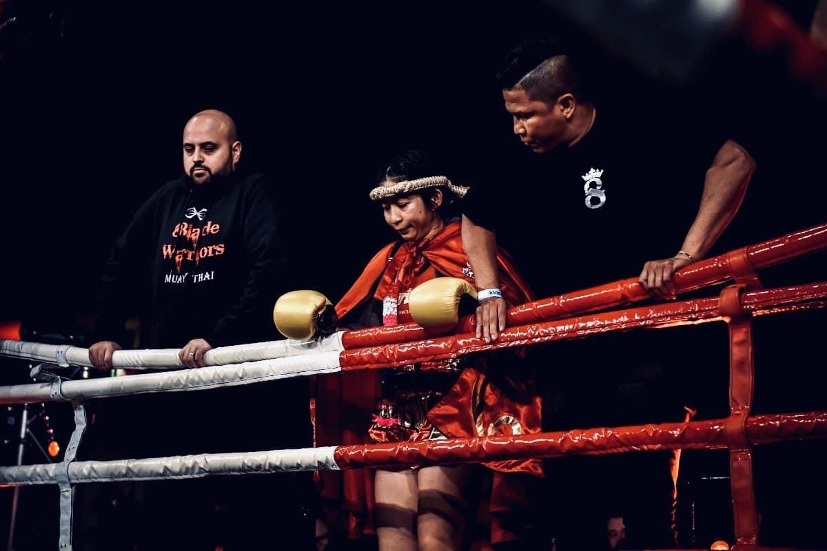 BLACK /& WHITE THAI BOXING MUAY THAI FIGHTERS MONG KOL