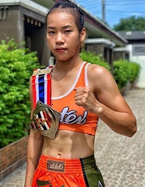 female muay thai